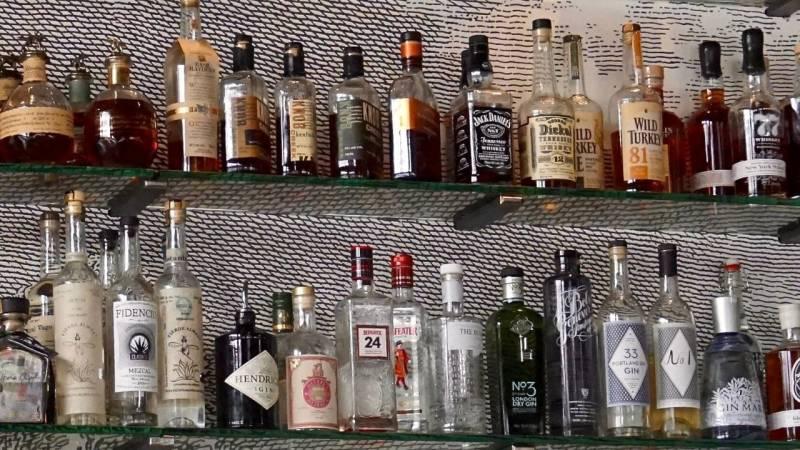 Der Alkoholgehalt sollte über 20 % liegen, dann ist Alkohol ewig haltbar