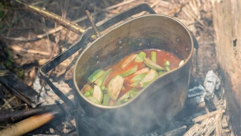 Einen Behälter zum Kochen sollest du dir auch zulegen