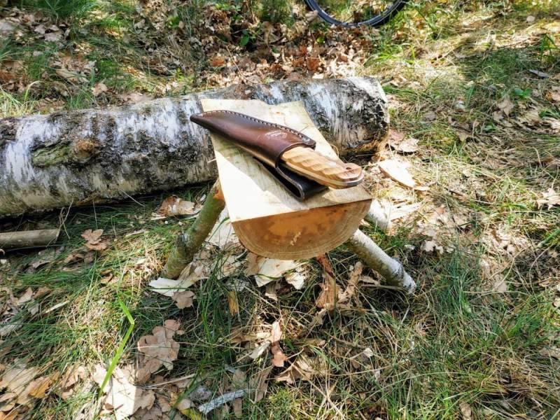 Dein Holztisch ist fertig - perfekt für dein Bushcraft-Camp