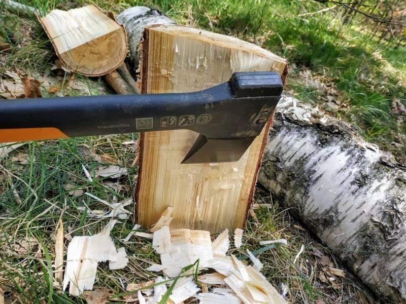 Bearbeite die Oberfläche, damit später nichts auf deinem Waldtisch wackelt
