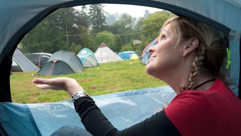Camping bei Regen – mit 10 Tipps bleibst du trocken