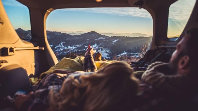 Camping: Schlafen im Auto – die besten Tipps und ist es erlaubt?