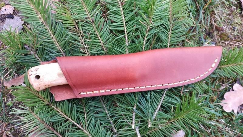 Die Lederscheide vom Woodsman ist sauber verarbeitet und robust