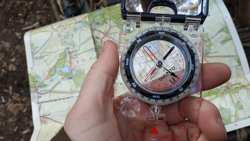 Ein Kompass gehört definitiv in eine Survival-Ausrüstung