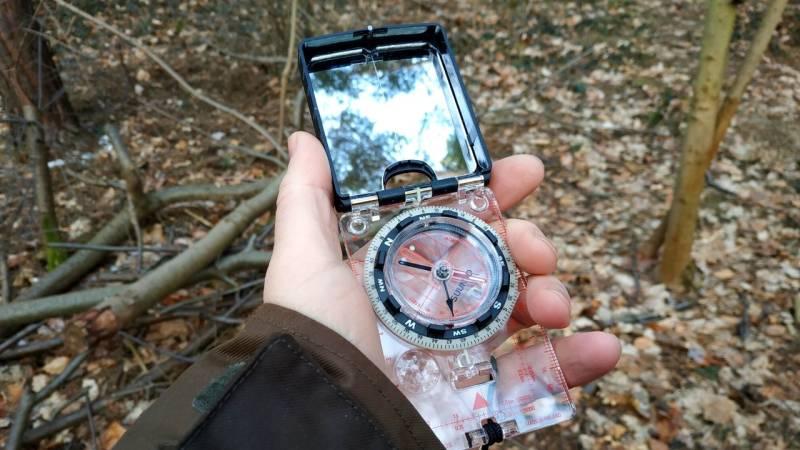 Wie benutze ich einen Kompass mit Karte? [Anfänger-Guide]