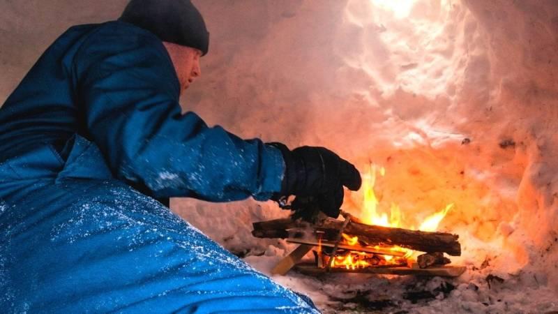 Aber Achtung: Ein Feuer gehört nicht in eine Schneehöhle