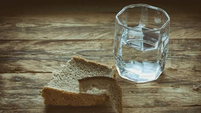 Um mit dem Hunger in einer Notsituation zurechtzukommen, solltest du es im Voraus üben