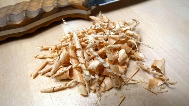 Feathersticks schnitzen braucht viel Übung und Zeit - mache es daher regelmäßig