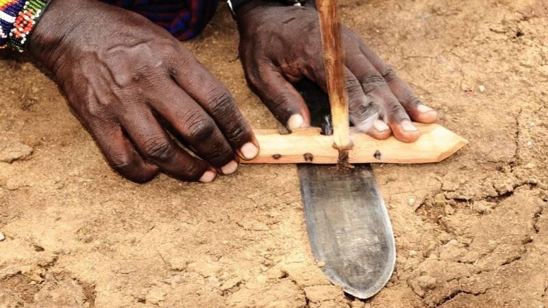 Das Feuerbohren haben die indigenen Völker perfektioniert