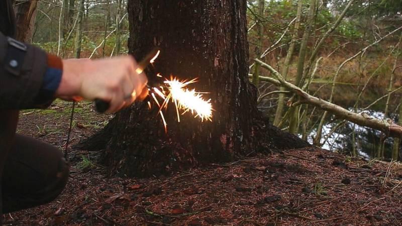 Bevor du losziehst, übe das Entzünden mit dem Feuerstahl