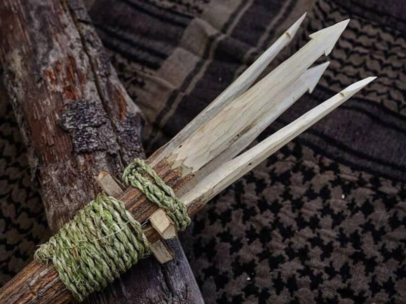 Einen Speer baust du dir selbst nur aus Holz oder mit einem Seil