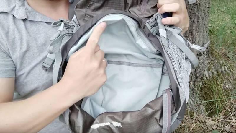 Die Haupttasche kannst du im Innersten trennen. Außerdem kannst du von unten an die Sachen im Rucksack kommen.