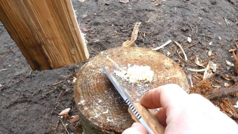 Auch mit dem Messerrücken lassen sich feine Holzlocken herstellen