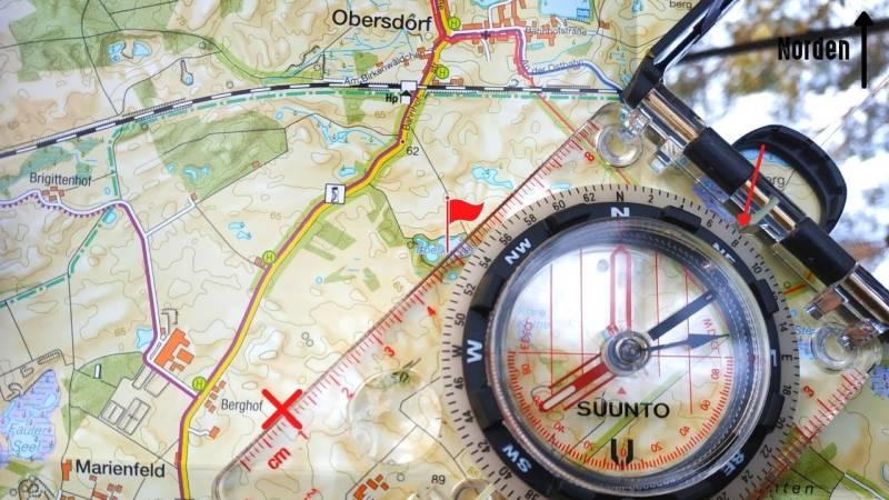 Schritt 4: Lese die Marschkompasszahl ab und merke sie dir