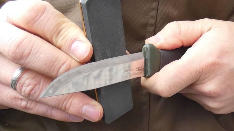 Wie du dein Messer scharf hältst (günstig und leicht)