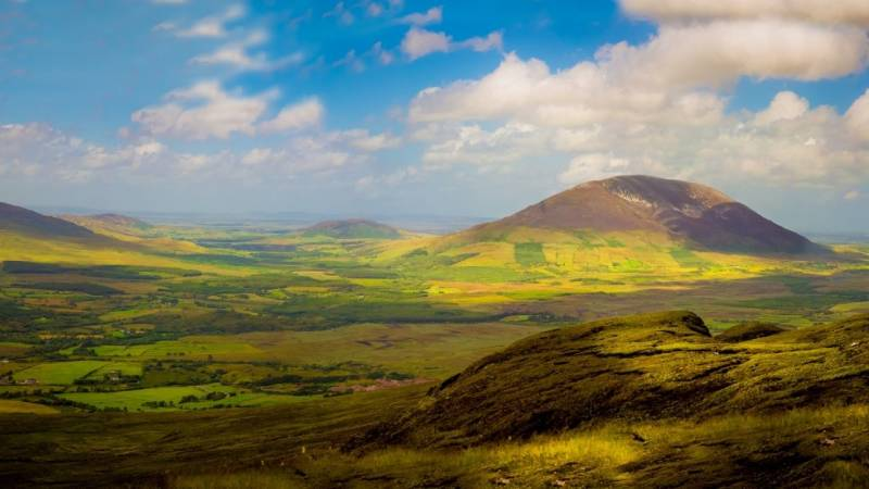 Die Nephin Beg Range ist ein großer Gebirgszug in Irland