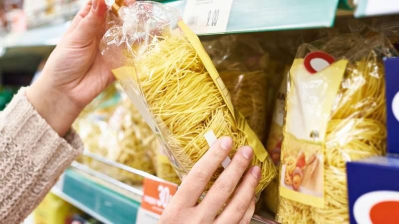 Lagere immer genug Grundnahrungsmittel – diese sind als Erstes in den Supermärkten alle