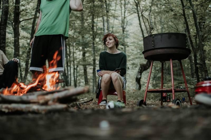 Binde Techniken und Wissen in den Alltag ein - entzünde deinen Grill mit dem Feuerstahl