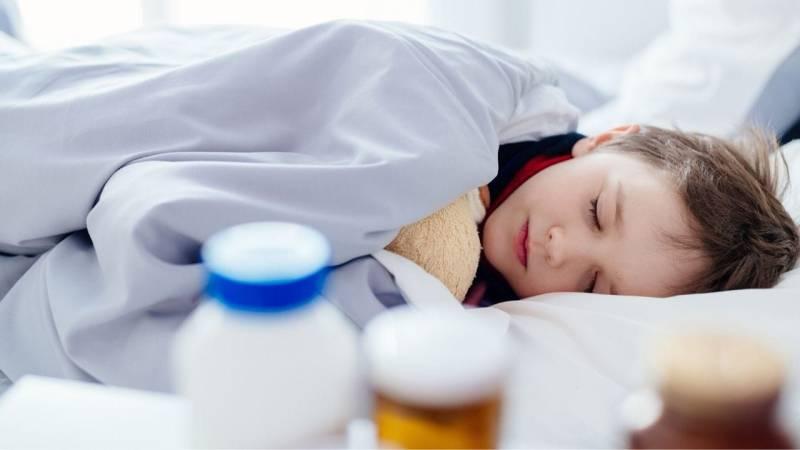Besonders Kinder können Krankheiten nicht so einfach wegstecken wie Erwachsene. Besorg dir daher die wichtigsten Medikamente.