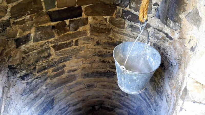 Hast du ein eigenes Grundstück, lohnt sich vielleicht ein Brunnen zur Wasserversorgung