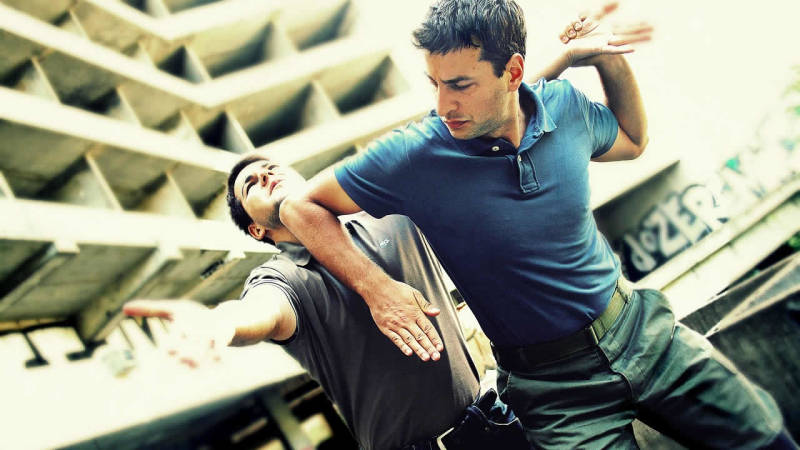 Halte dich körperlich fit, denn dein Körper ist - richtig eingesetzt - auch eine Waffe