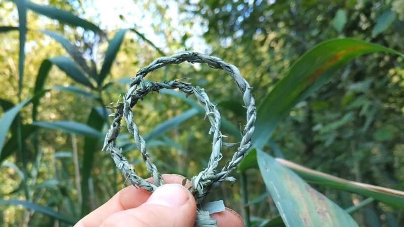Ein Seil aus einem Blatt von Schilf