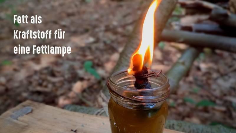 Eine Fettlampe ist eine großartige Lichtquelle im dunklen Winter