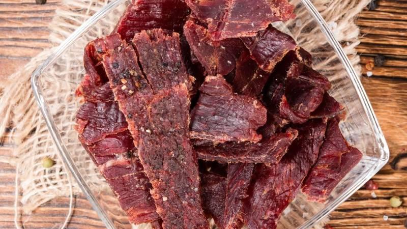 Bushcraft Essen: Wie du Trockenfleisch machst (+Video)