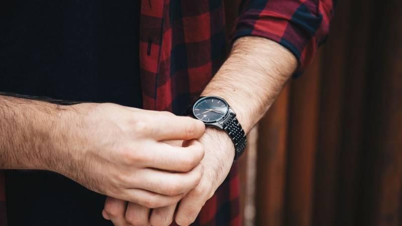 Mit einer analogen Uhr misst du recht gut, wo sich Norden befindet