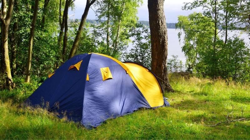 Was braucht man für eine Nacht Zelten? (Packliste+Tipps)