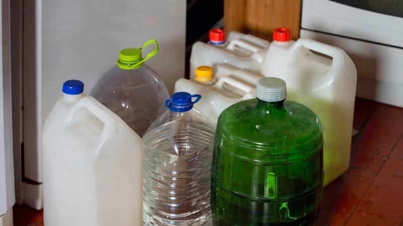 Achte auf genug Trinkwasser, wenn kein Trinkwasser am Campingplatz verfügbar ist
