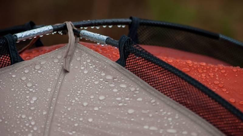 Ein wasserdichtes Zelt ist unabdingbar