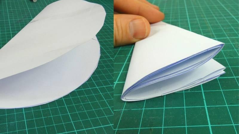 Falte deine Schablone vier mal um dann die Löcher zu erstellen.