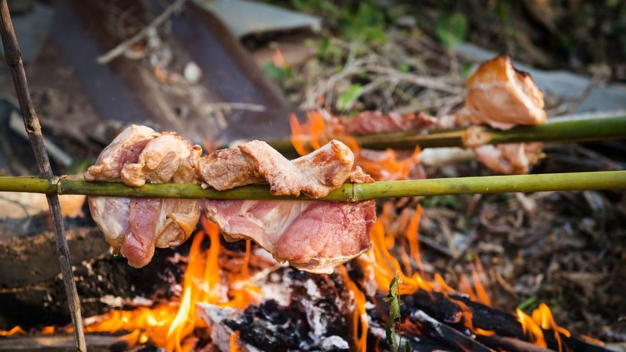 Steak über dem Lagerfeuer